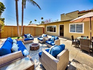 15% OFF MAR/APR - Remodeled, Spacious Yard, Fire Pit, Walk to Beach!