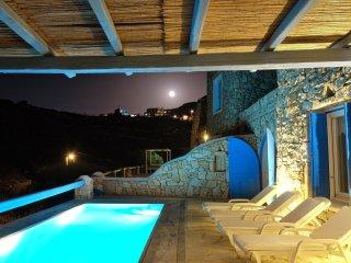 Amazing Villa Chara