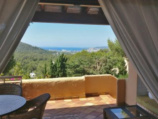 5 Bedroom Luxury Villa, amazing views 2km to city