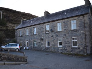 An Caladh - Self Catering Apartment in centre of Tarbert, Isle of Harris.