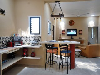 Artistic 2 Bd/2 Bath House w/Private Yard/Pool Close to the beach and downtown