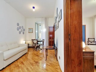 Cozy 2bdr right in front of the Pantheon!