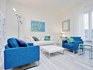 Beautiful 2bdr in the historical centre steps from Piazza Spagna!