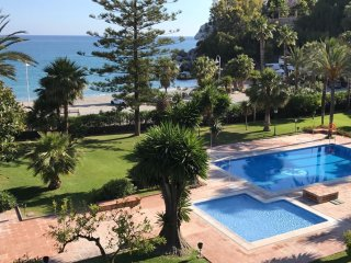 Apt w/ pool and wonderful sea view