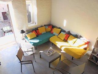 Studio in Villeneuve-les-Avignon, with balcony