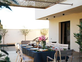 Maison de décoratrice avec piscine chauffée à 150 m du centre de Bédoin