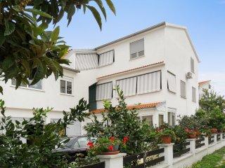 1-bedroom flat w/ terrace, sea view