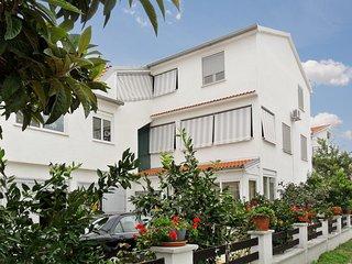 Dalmatian Coast apartment w/ garden & sea view, near Zadar - moments from beach