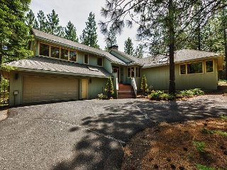 5BR Woodsy Retreat at Black Butte Ranch – Near Horse Stables, Trails