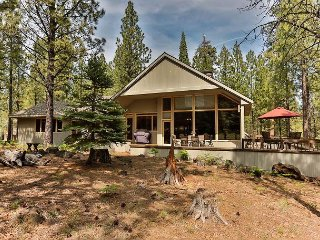5BR Woodsy Retreat at Black Butte Ranch – Near Golf & Hiking