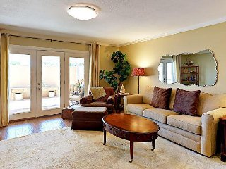 Centrally Located 2BR Condo w/ Plush Beds & Pool - Close to Downtown