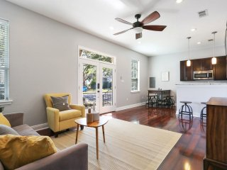 Lovely Mid-City Condo steps away from Streetcar