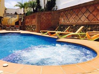 Magnífica villa semiadosada con piscina privada, altas calidades.