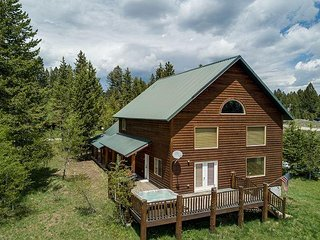 Retreat~Relax~Escape! Luxury - Hot tub - Free WiFi - 5 Stars!