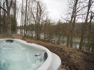 Magnificent 4 Bedroom Lakefront Home with hot tub in quiet neighborhood!