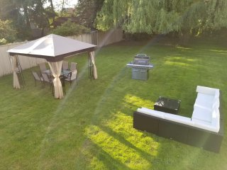 NEW Listing in central of Richmond, many restaurants around. 7 mins to Skytrain!