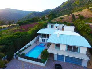 Modern Malibu Mansion withwith Pool, Jacuzzi, and Racquetball Court