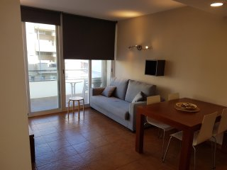Apartamento MIAMI II familiar a 300 metros de la playa y piscina comunitaria