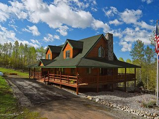 Deer Park Ranch - Forest Access and Amazing Views! Spacious House (3,958 SF).