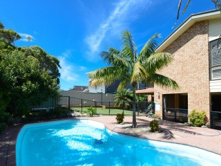 Plantation House Forster - Large Family Home  with Pool