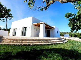 Villa  estilo ibicenco  arquitecto  Blakstad para 6 / 8 pax  centro de la  isla