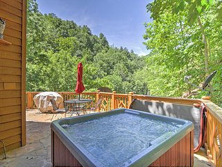 NEW!2BR Sevierville 'Nature's Song'Cabin w/Hot Tub!