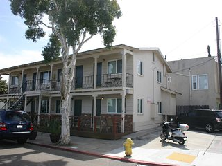 Adorable Newly Renovated Studios Steps to Ocean- 3: Sleeps 4, 1 Block to Ocean