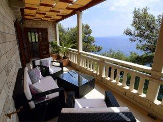 Luxe Waterfront House - Villa Rosemarine