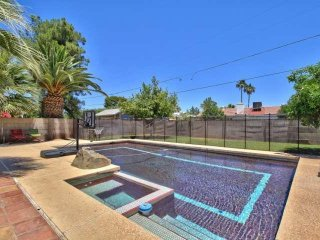 Excellent Location!! Walking distance to Giants stadium, Close to Old Town