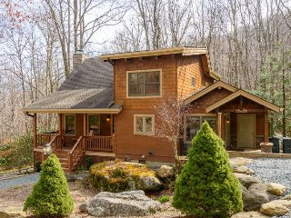 Charming Upscale 4BR Creekside Cabin Tucked in the Woods near Grandfather Mtn