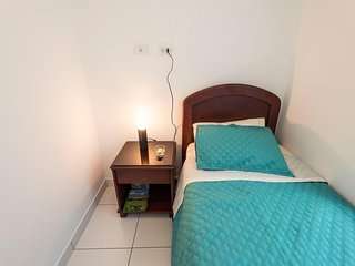 THE PETIT ROOM WITH PRIVATE BATHROOM  IN LUXURY APARTMENT IN MIRAFLORES