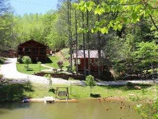 PEACEFUL EASY FEELING-Cozy Log Home on Pond-Hot Tub, WiFi, FirePit & Bunk Hs