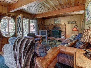 Dog-friendly cabin w/ spacious decks, only half a mile from ski resort!