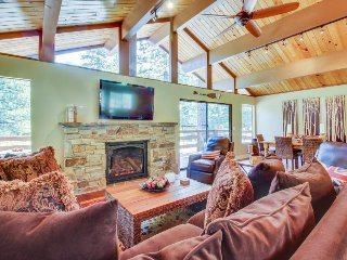 Roomy, family-friendly home w/ shared pool & hot tub - onsite golf & near slopes