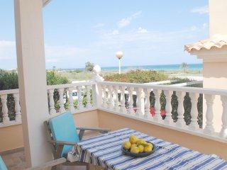 Beach Chic, Amazing views! 250 metres to the sea. Three bedroom Beach house!!!