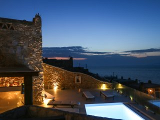 Villa Rea, charming 3-bedroom villa with stunning sunset view, ideal for familie