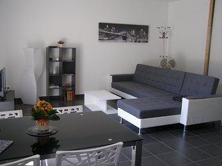 Maison neuve avec jardin clos et place de parking privé
