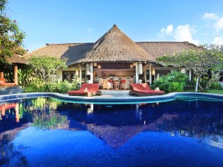 7 Bedroom Bali Akasa Villa 'Absolute Bliss' with Large Pool & Garden in Seminyak
