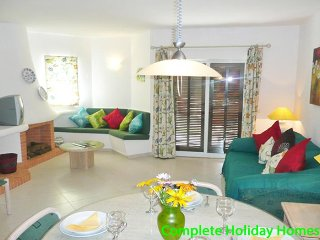Open plan lounge dining area
