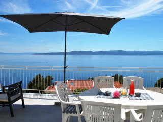Perfect Seaview Apartment just 150m from the beach, Large Dining Terrace