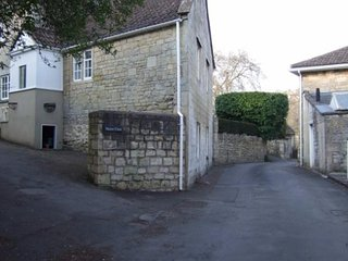 Manor Close leading to The Old Stables