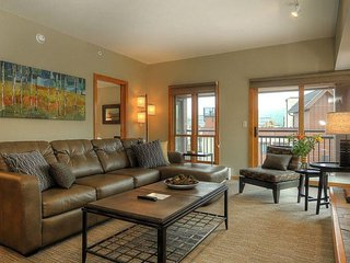 Village Allure - Spectacular High-End Unit with Ski Views