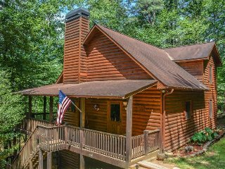 R&R; RIVER RETREAT- 4BR/3BA, HOT TUB, 6 MAN SAUNA, 315 FT RIVER FRONTAGE, POOL