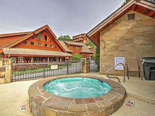 *New Listing* Majestic Views Cabin Minutes from Parkway.3BR Sleeps 10 WIFI Pool