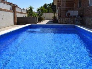 H-126 Villa con piscina privada a 100 metros de la playa El Arenal. Zona de lujo
