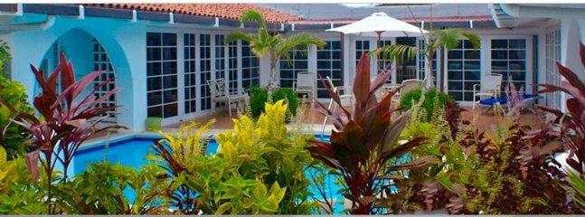 Vista posteriore di vista giardino, guardando piscina e VILLATER