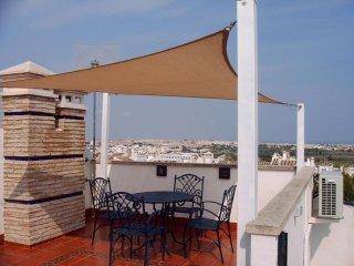 2 Bed Spacious Apartment in Prime Location, close to Villamartin Plaza.