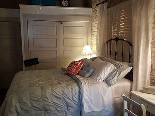 CHARMING 1BR APT in NOLA! FREE PARKING for 1CAR INCLUDED! STEPS from BOURBON ST!