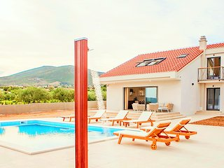 Modern villa with pool and sea view near Split - Villa Cvita