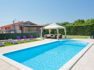 Modern 6 Bedroom villa with private pool near Limoux and Carcassonne